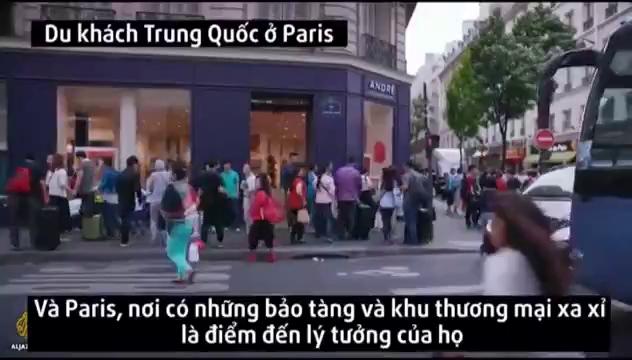 Du khách Trung Quốc 'đại náo' Paris
