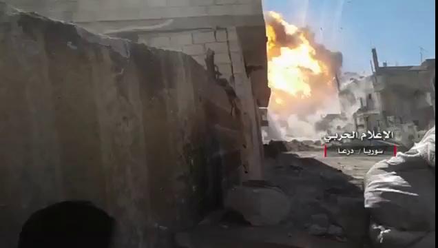 Quân đội Syria phóng tên lửa thổi bay xe đánh bom tự sát ở Daraa
