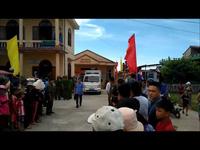 Hàng trăm người dân tập trung tại trụ sở UBND xã Gio Việt để chứng kiến vụ việc