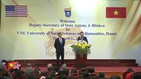 Trần Mỹ Linh đặt câu hỏi cho Thứ trưởng Ngoại giao Mỹ Antony Blinken (clip ĐH KHXH&NV)