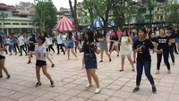 Hơn 400 học sinh THPT Yên Hoà cùng nhảy flashmob