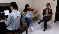 """""""Sau tất cả"""" trình diễn bằng piano, violin và đàn nhị"""