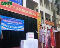 Trường tiểu học Lý Thái Tổ ủng hộ ngư dân 50 triệu đồng