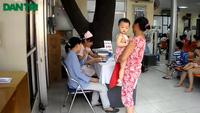 Hà Nội: Xếp hàng chờ được tiêm chủng từ 6 giờ sáng