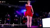 Lana quyến rũ trên sân khấu