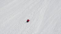 Video Angel Collinson đang trượt tuyết và vấp ngã xuống sườn núi cao hơn 300m
