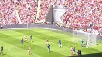 Alex Oxlade-Chamberlain mở tỉ số cho Arsenal trước Chelsea