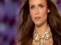 Natasha Poly gợi cảm trên sàn catwalk