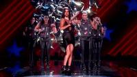 Selena Gomez trình diễn trong Victoria's Secret 2015 Fashion Show