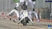 Cảnh sát Ấn Độ diễn xiếc trên mô-tô