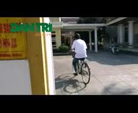 """Hình ảnh """"lạ"""" trên yên xe đạp của công chức Hội An"""