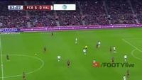 Suarez ghi bàn dễ dàng bằng đầu giúp Barca dẫn Valencia 6-0