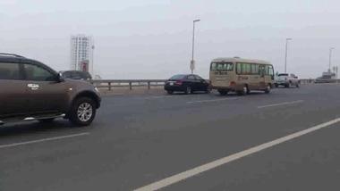 Mitsubishi Pajero Sport liều lĩnh chạy giật lùi trên cầu Nhật Tân