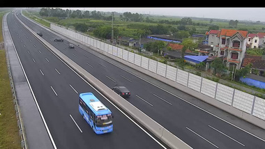 Video diễn biến vụ tai nạn giữa 3 xe Toyota trên cao tốc Hà Nội - Hải Phòng