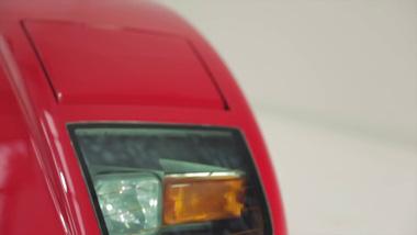 """Cận cảnh Ferrari F40 từng thuộc sở hữu của tay guitar """"huyền thoại"""" được rao bán 25 tỷ Đồng"""