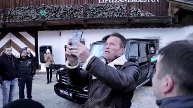 """""""Kẻ hủy diệt"""" Arnold Schwarzenegger tham dự sự kiện ra mắt Mercedes-Benz G-Class phiên bản chạy điện"""
