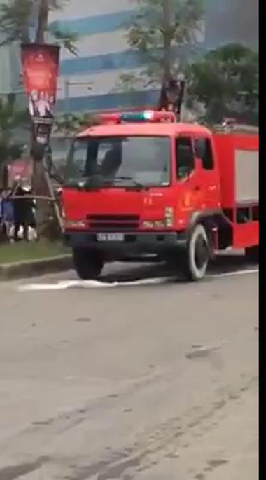 Hiện trường vụ cháy xe Nissan tại Hà Nội (P2)
