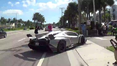 """""""Quái vật"""" hơn 3 triệu đô Lamborghini Veneno khoe tiếng pô ấn tượng tại sự kiện siêu xe"""