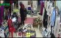 Bắt quả tang nữ quái trộm tiền tinh vi trong cửa hàng quần áo