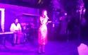 Hoa hậu Kỳ Duyên trổ tài ca hát trong tiệc tất niên
