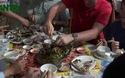 Hà Tĩnh: Khách nước ngoài trầm trồ khen biển đẹp, hải sản tươi ngon