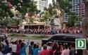 Người dân chào đón ông Obama tiến vào trung tâm TP