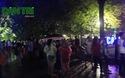 Người dân Hà Nội đội mưa đi xem pháo hoa mừng Quốc khánh