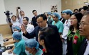 Bộ trưởng Nguyễn Thị Kim Tiến thăm phòng đặt máy xạ trị gia tốc tiên tiến tại Trung tâm Ung bướu, Bệnh viện Trung ương Huế
