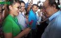 Thủ tướng Nguyễn Xuân Phúc giản dị, gần gũi với công nhân