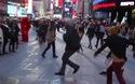 Bất ngờ cầu hôn bằng màn nhảy flash mob