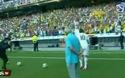 James Rodriguez tặng bóng fan cuồng lấy lòng người Madrid