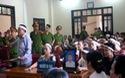 Hỗn loạn trước cổng tòa án Nghệ An sau khi chủ tọa tuyên kéo dài thời gian nghị án