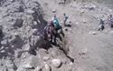 Khách du lịch may mắn thoát chết trong vụ lở đất