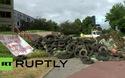Nông dân Pháp biểu tình bằng phân bón, máy cày