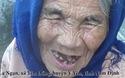 Thương mẹ già 93 tuổi vẫn gồng gánh nuôi con gái tâm thần.
