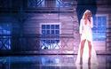 Ellie Goulding xinh đẹp trên sàn catwalk