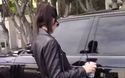 Kendall Jenner bị thợ săn ảnh đeo bám