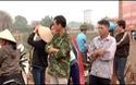 Công an huyện Yên Dũng yêu cầu công nhân, cán bộ, lãnh đạo nhà máy Hải Hà ra ngoài nhà máy.