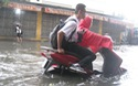 Hà Nội: Đường ngập sâu, dòng phương tiện lại