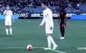 C.Ronaldo lại nổi cáu với Gareth Bale