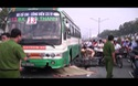 Xe buýt cán chết người đi bộ, giao thông kẹt cứng nhiều giờ liền