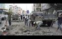 Xe ben làm rơi hàng chục mét khối bùn xuống đường, giao thông kẹt cứng