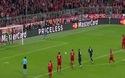 Neuer cản phá quả phạt đền ở Torres ở phút 84