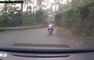 Xe máy mất phanh, đôi nam nữ lao xuống vực