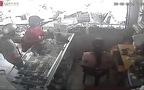 Nữ quái bình tĩnh ra tay lấy trộm máy tính bảng ngay trước mắt chủ tiệm