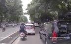 Hà Nội: Tài xế Taxi đưa cụ già qua đường làm lay động lòng người