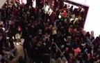 Black Friday đông khủng khiếp tại cửa hàng Victoria's Secret