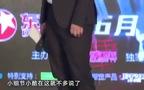 Lay (EXO) cưng nựng em nhỏ đáng yêu, được fan Việt tặng quà