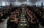 Nghi thức hài hước trước bữa ăn của quân đội Thái Lan
