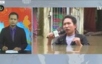 Phóng viên Myanmar đưa tin khi nước ngập tới ngực